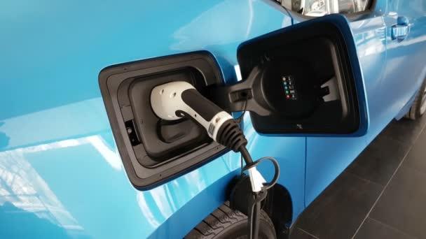 Moderní elektrické auto získává energii někdy moderní napájecí zdroj v Evropě
