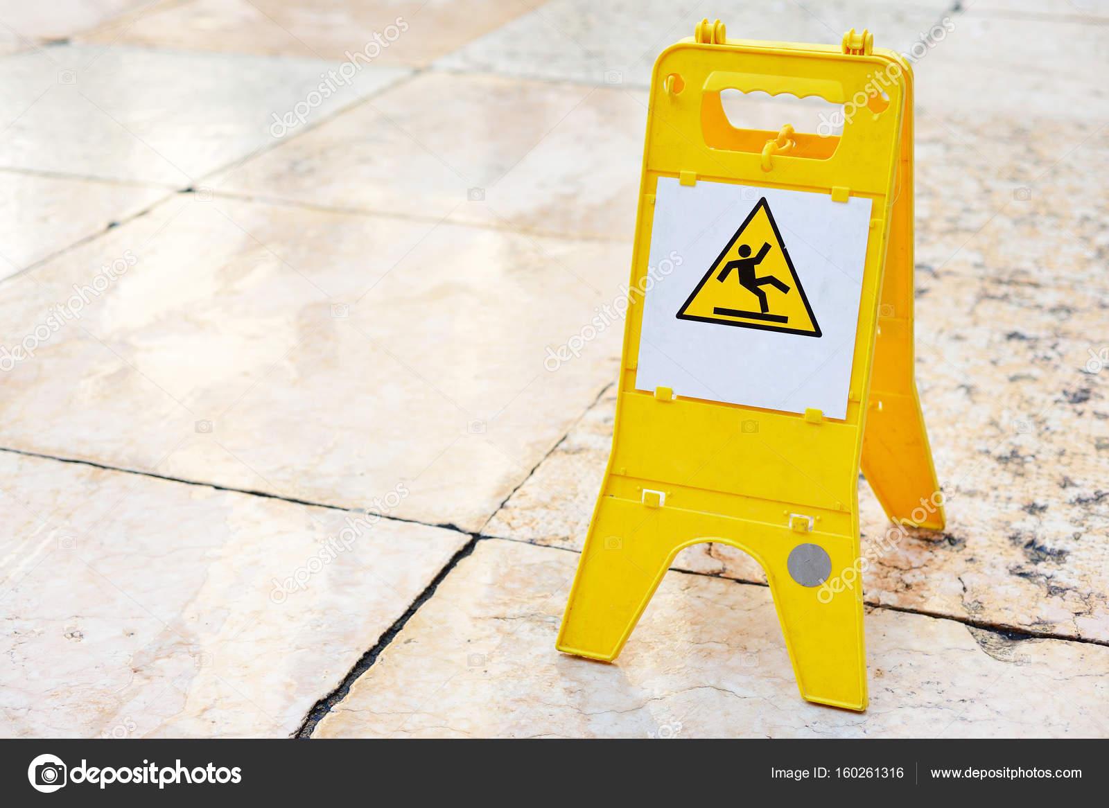 Segno che mostra avvertimento del tempo libero attenzione pavimento ...