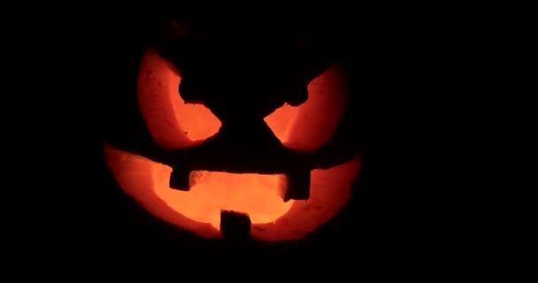 Halloween-ijesztő Holiday Vértes faragott ragyogó sütőtök. Jack-O-Lantern