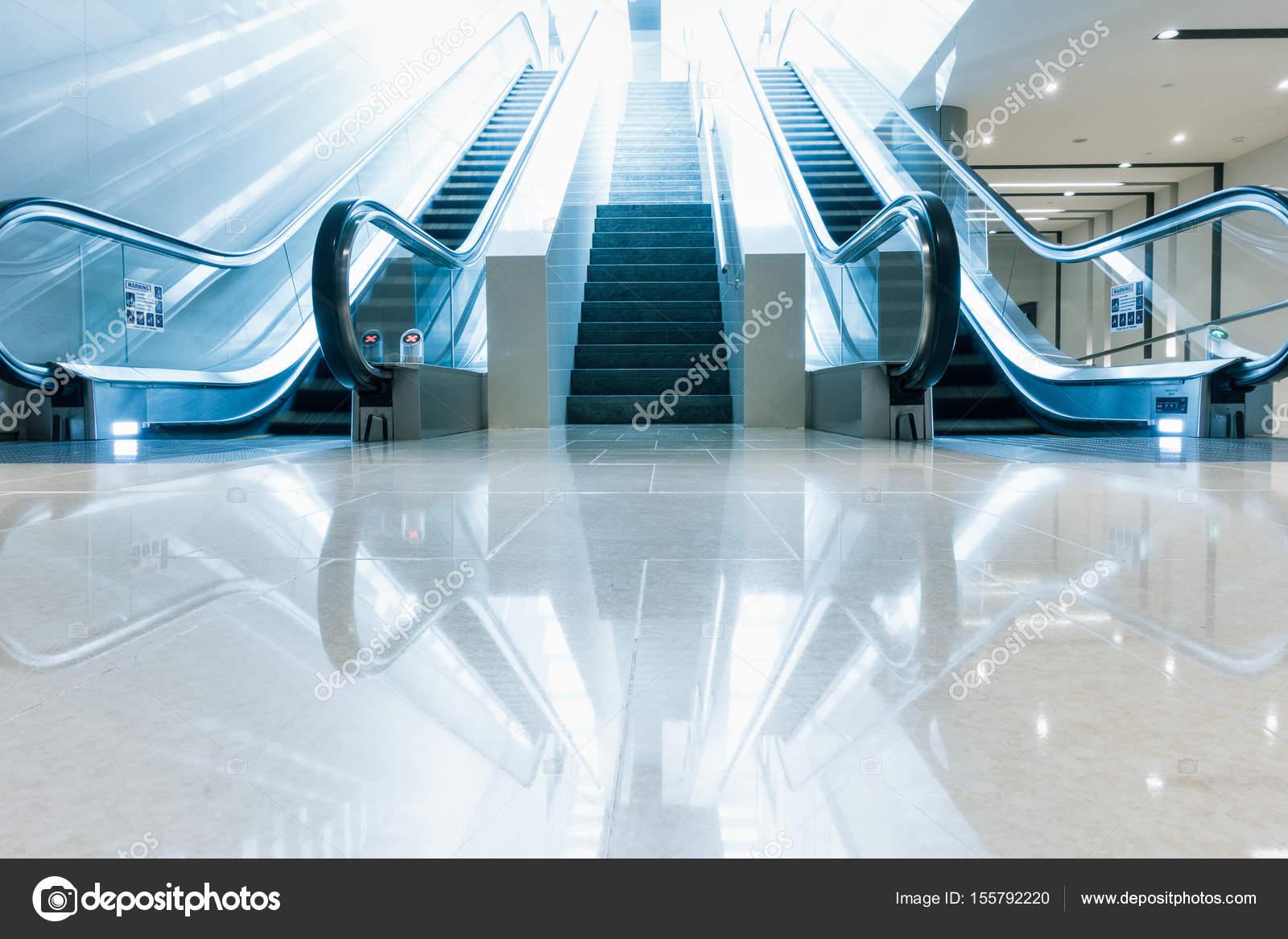 Moderne Rolltreppe und Architektur Innenarchitektur — Stockfoto ...