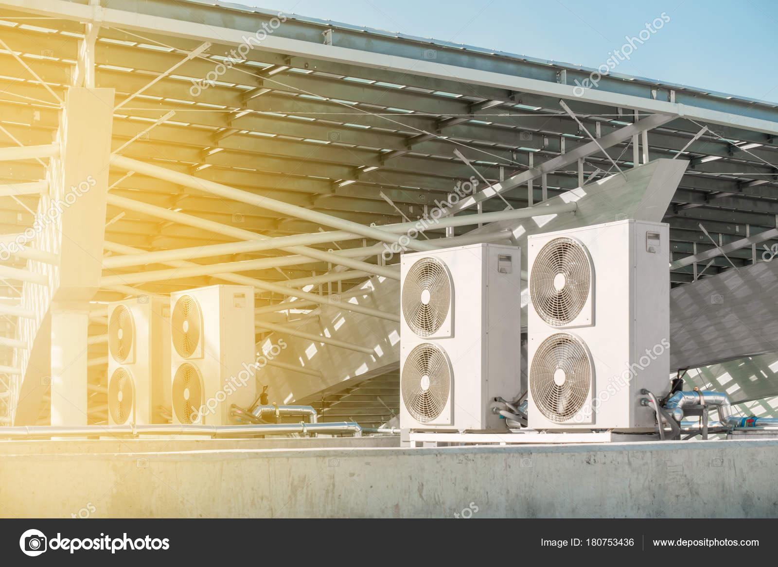 建物、空調設備外エアコン圧縮機のインストール \u2014 [著者]の写真 K.D.P