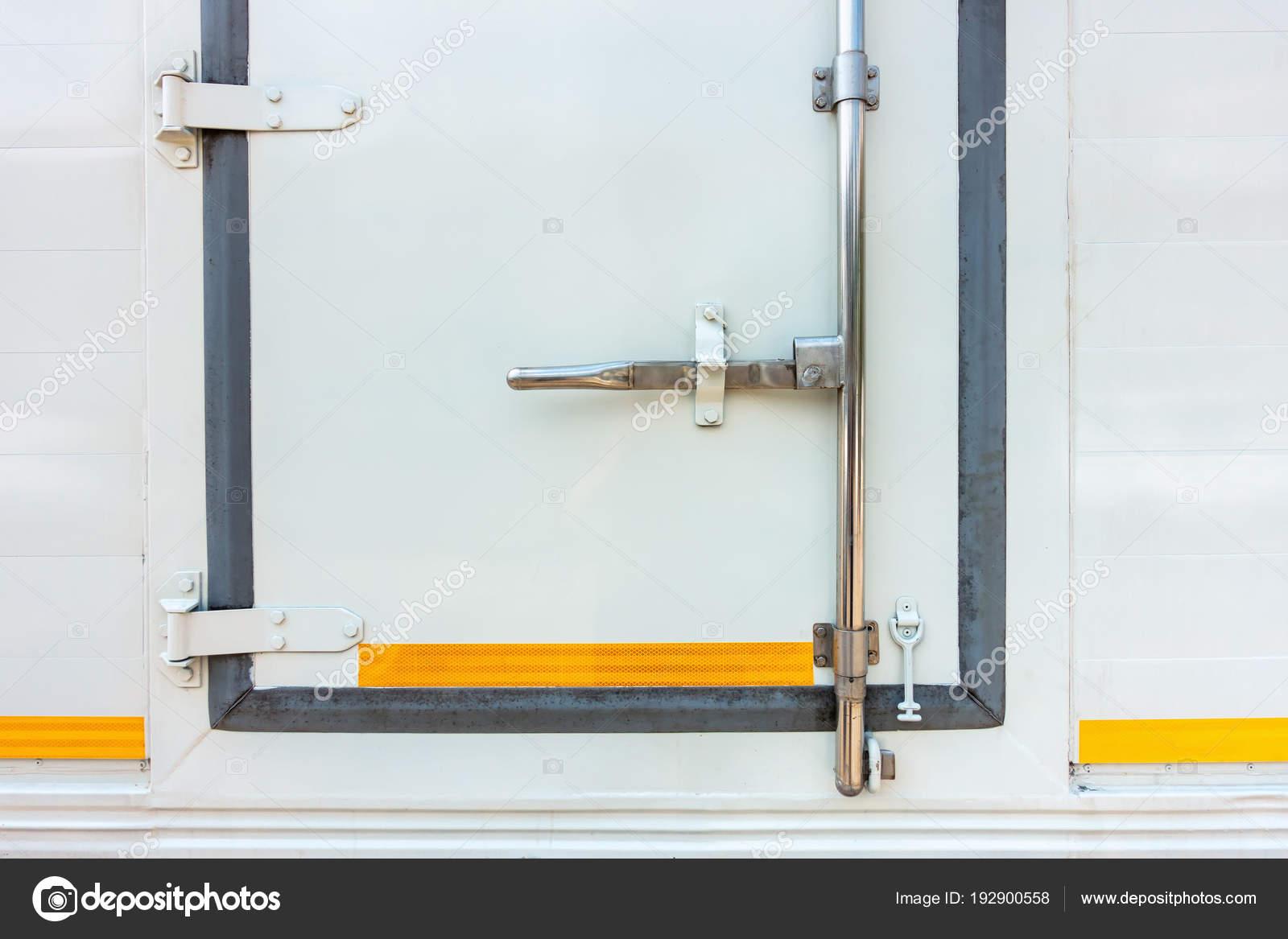 Armario de puerta de manija envase, carro del refrigerador — Foto de ...
