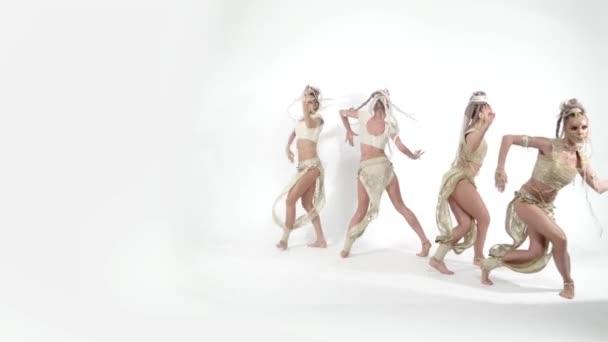 Moderne glamouröse orientalische Tänze auf weißem Hintergrund