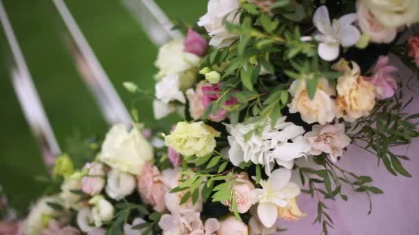 Umělé květiny kytice výzdoba svatební obřad s lehké rozostření pozadí