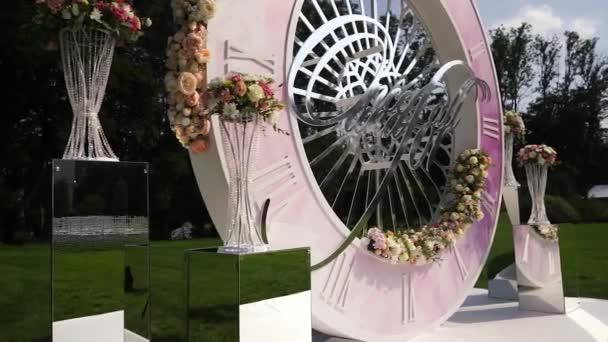 Umělé květiny kytice výzdoba svatební obřad s lehké rozostření pozadí-8
