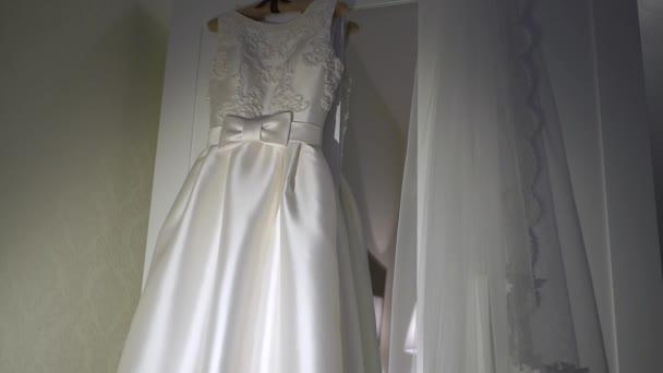 Detail na svatební šaty-2