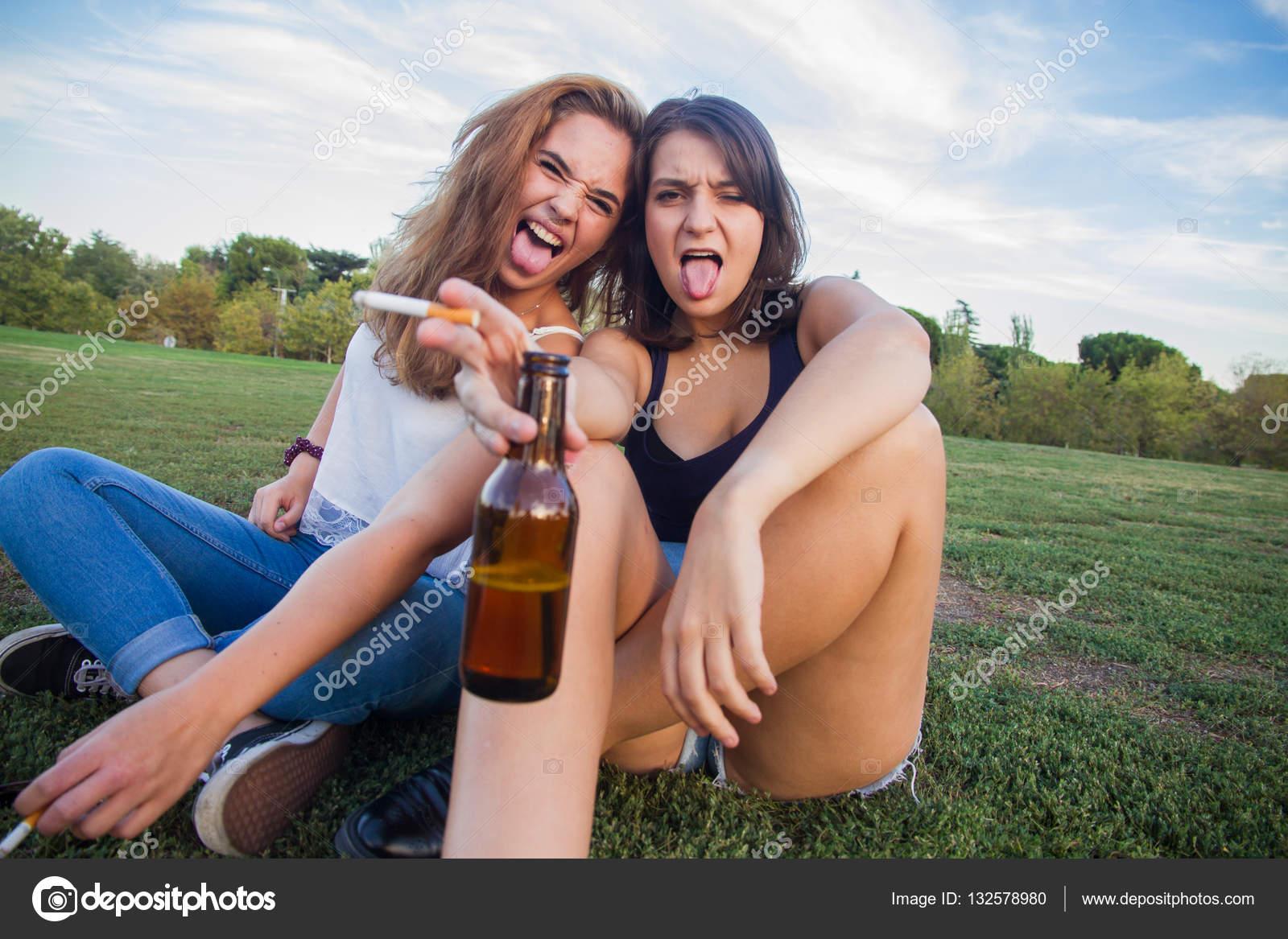 Пьяные тетки дают во все, Порно пьяных зрелых женщин. Русское порно со зрелыми 22 фотография