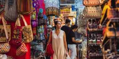 Shopping at Chatuchak market - Bangkok, Thailand