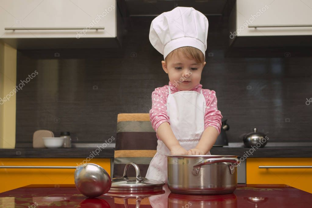 Mutfakta Elbiseli