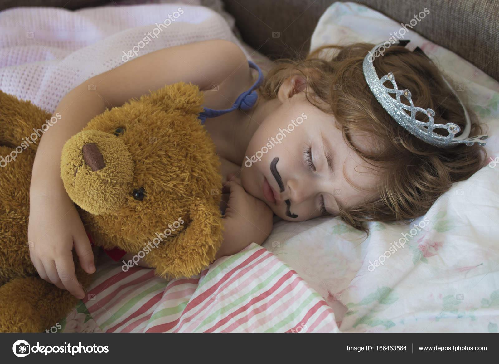 Как обнимать девушку когда спишь