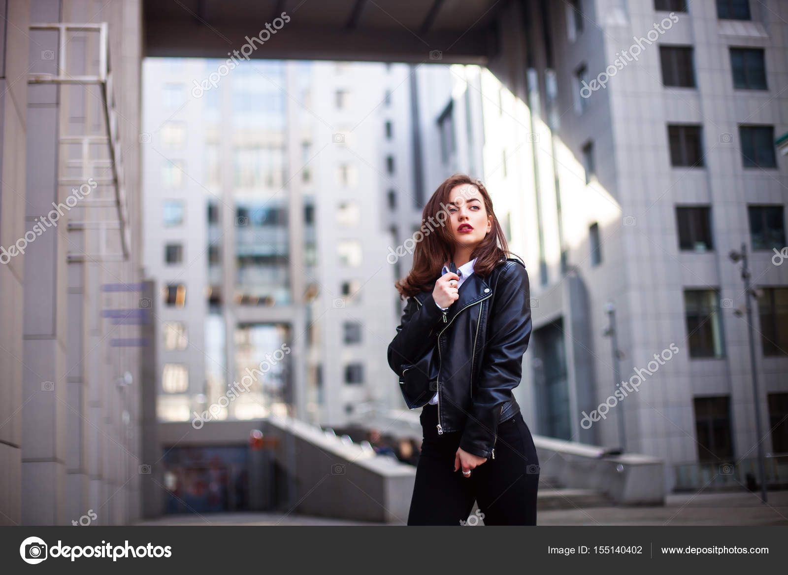 Piel Hipster Al Mujer Libre Cabello De Posando Aire Moda Morena HcUAUWg