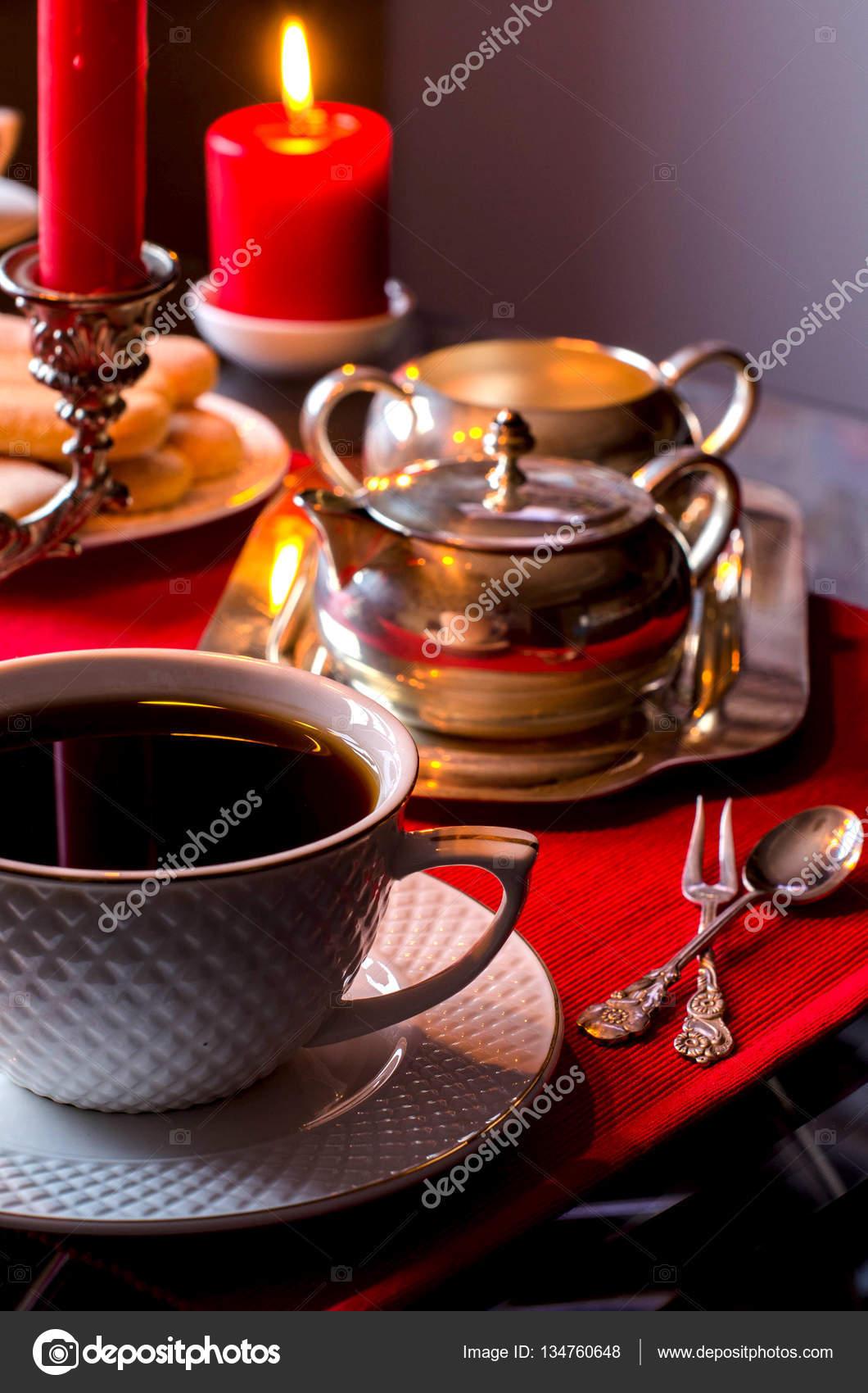 Nachmittags-Tee. Schöne Tischdekoration mit Kerzen — Stockfoto ...