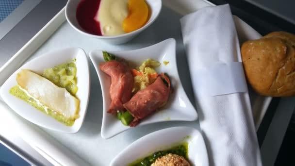 oběd na letecké cestování