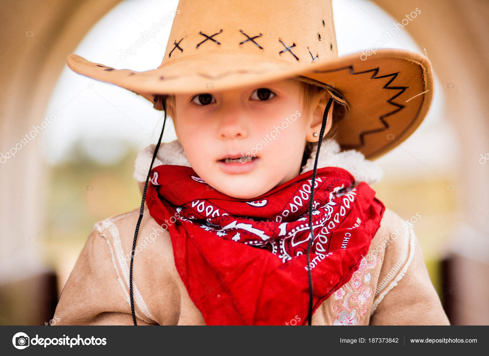 f357fb0de3c79 little girl in cowboy hat sits in old cart — Stock Photo © Ribalka ...