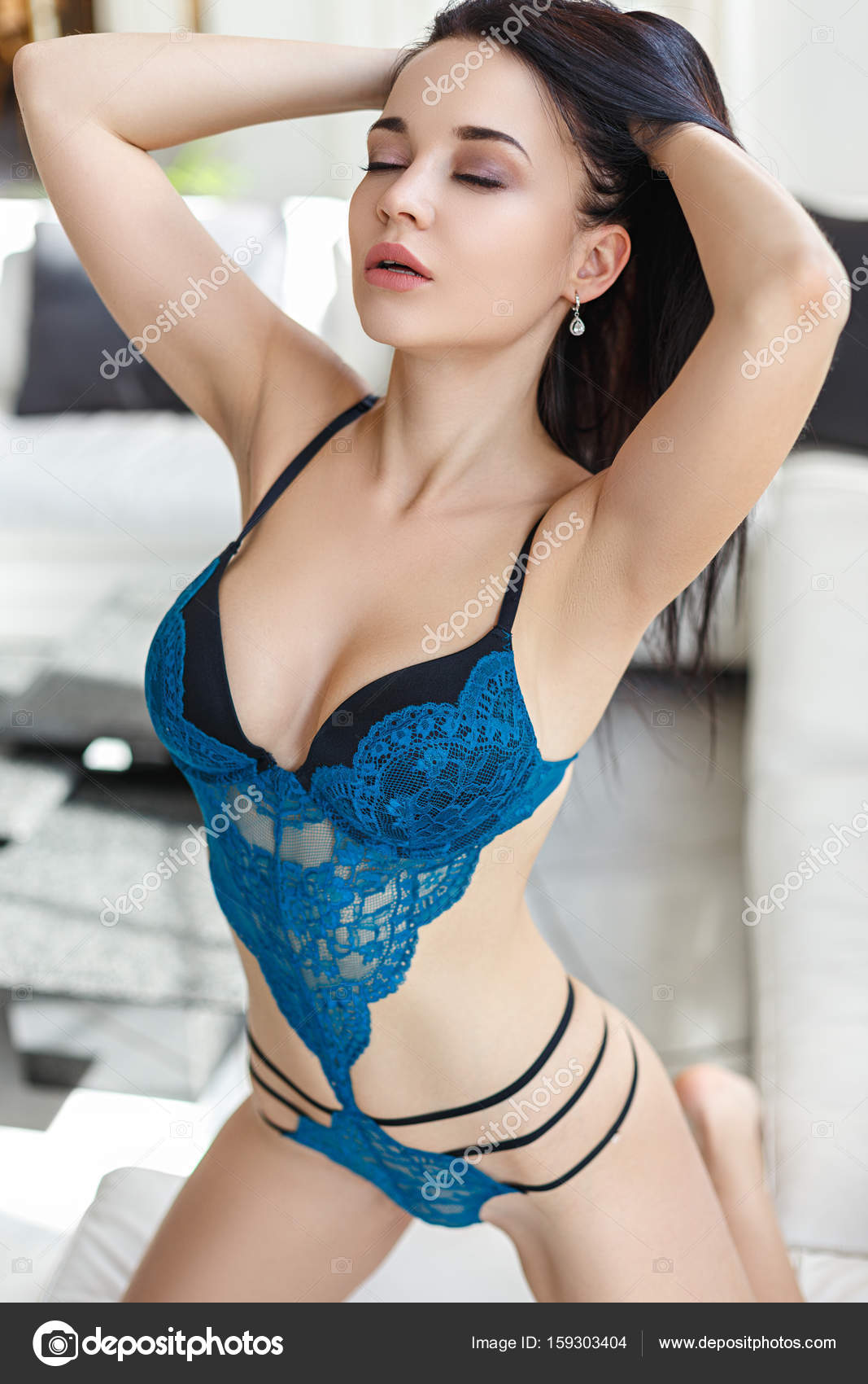 cb77e7051f9 Krásná dívka v sexy elegantní spodní prádlo — Stock Fotografie ...