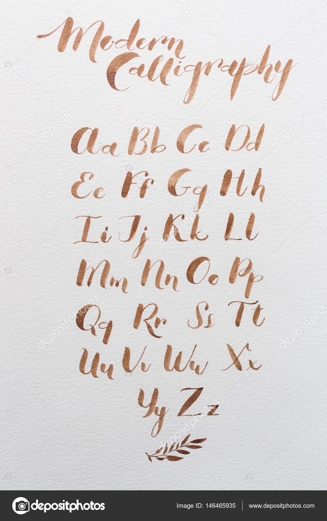 Populaire dessinée calligraphie latine du script de la brosse. lettres  RO51