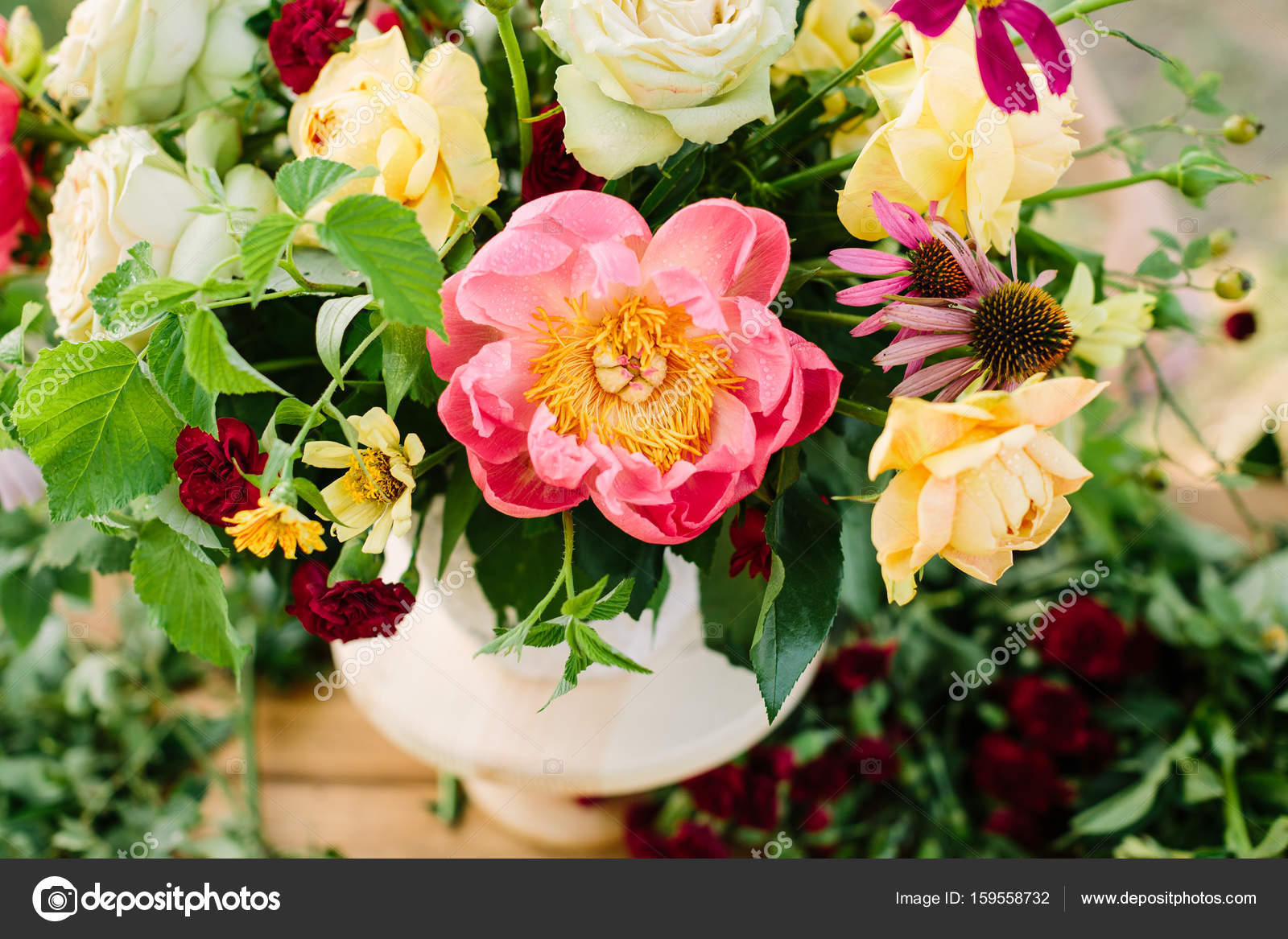 design floral d coration arts appliqu s mariage concept de printemps bouquet de fleurs. Black Bedroom Furniture Sets. Home Design Ideas