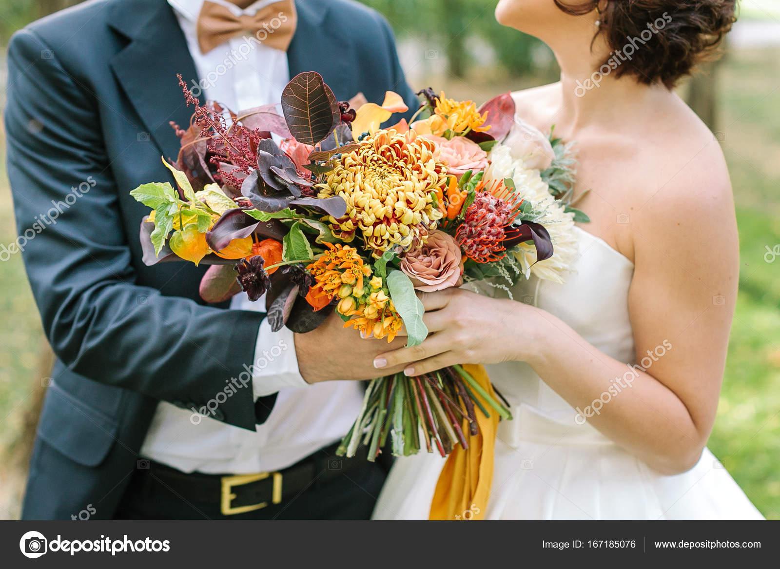 Herbst, Anlass, Liebe Konzept. Verlobter in herrlichen schwarzen ...