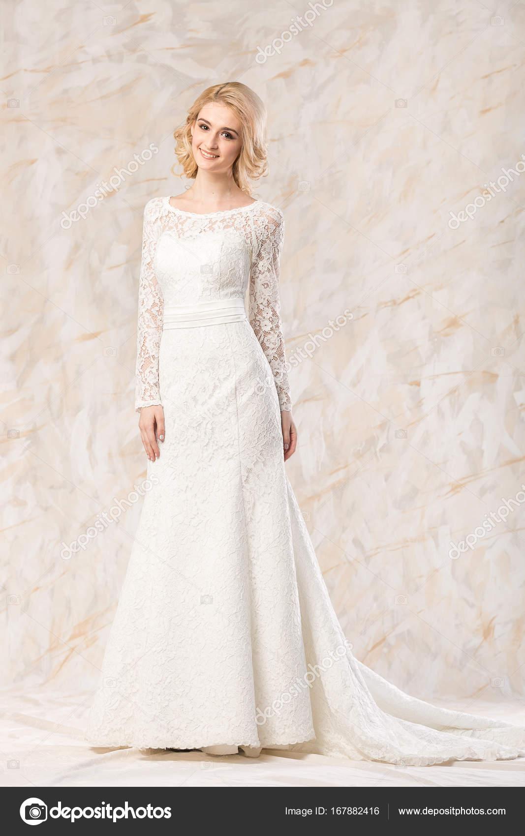 22ec2cf12e42 μοντέρνο λευκό φόρεμα