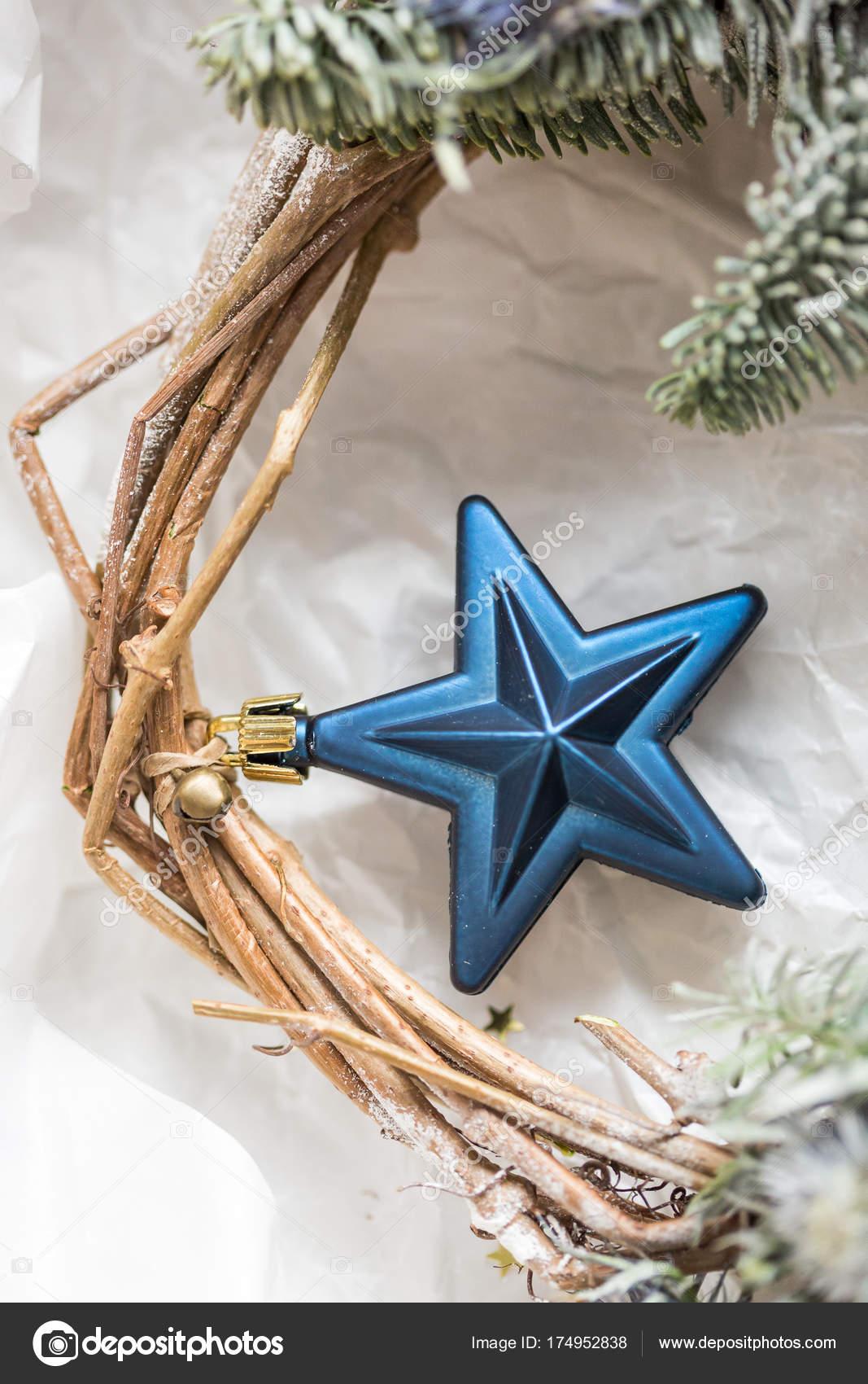 Dekor, Feiertage, Neujahr-Konzept. wunderbare blaue Sterne, eines ...