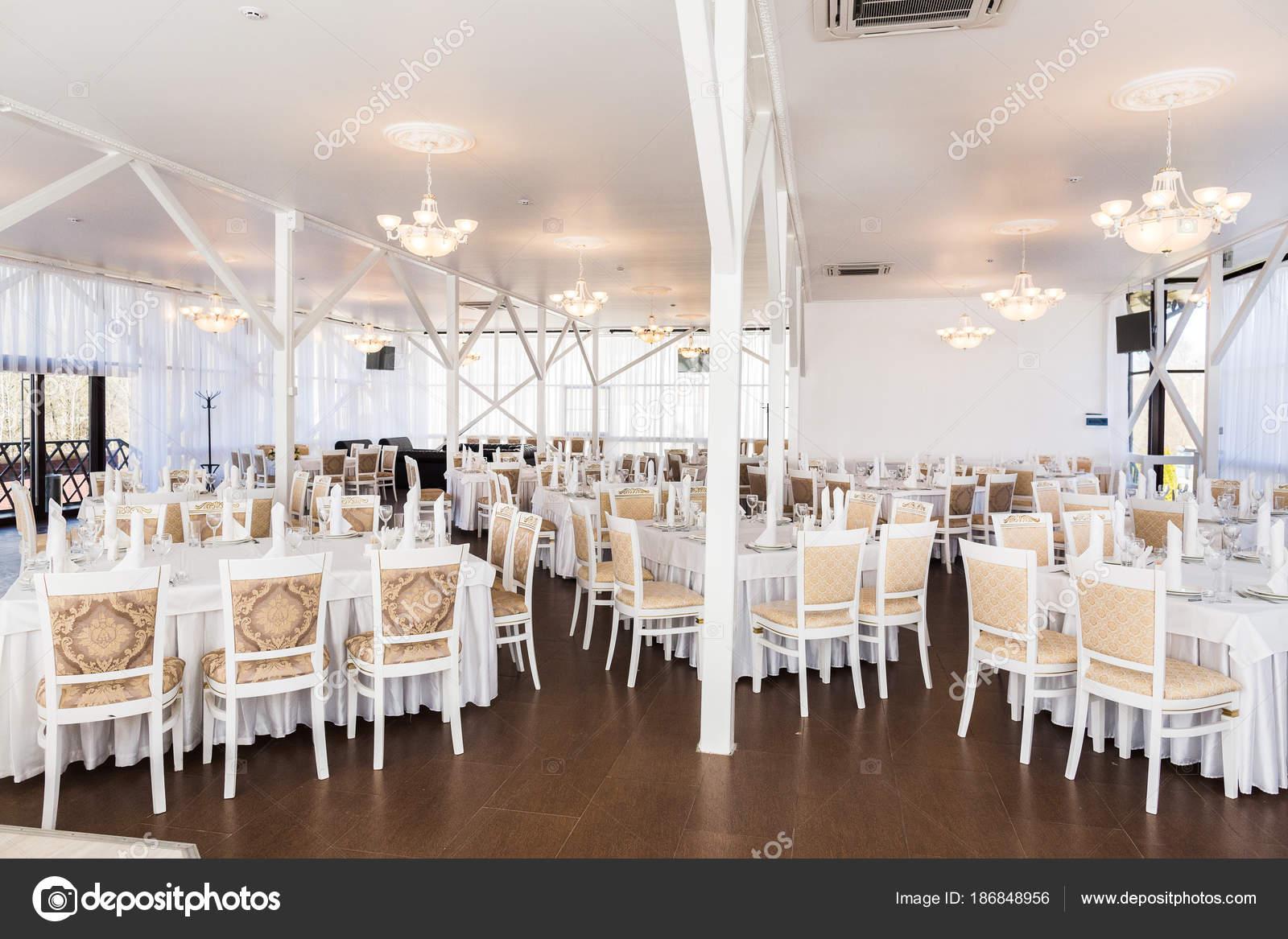 Illuminazione Tavoli Ristorante : Illuminazione festa per celebrare il concetto nella sala