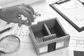 Photo Mechanical engineer at work. Technical drawings. Paper with technical drawings and diagrams.