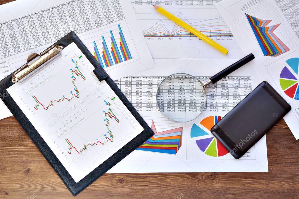 Finanzielle bedrucktes Papierdiagramme, Grafiken und Diagramme ...
