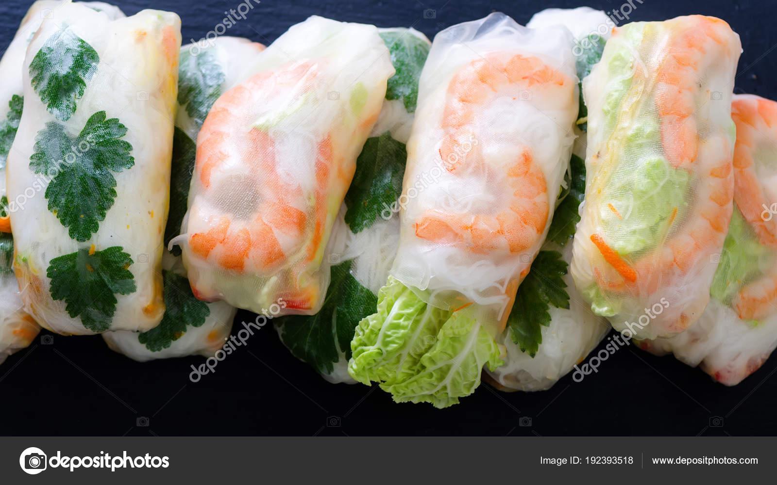 Vietnamita primavera rotoli - carta di riso, lattuga, insalata ...