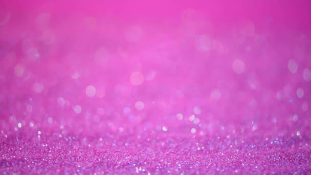 Fialová a fialová abstraktní bokeh světla. Lesklé třpytivé pozadí. Nový rok a vánoční koncept. Růžové jiskřivé přání