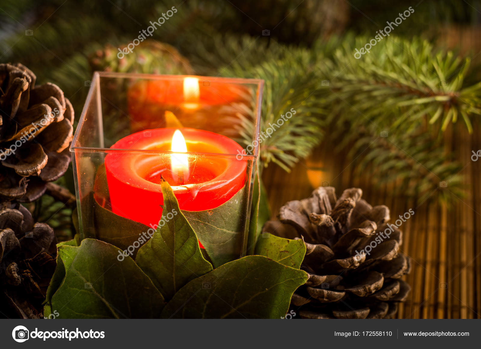 Vela En Vaso De Plastico Con Pinas De Arbol De Navidad Foto De - Arbol-de-navidad-con-vasos-de-plastico
