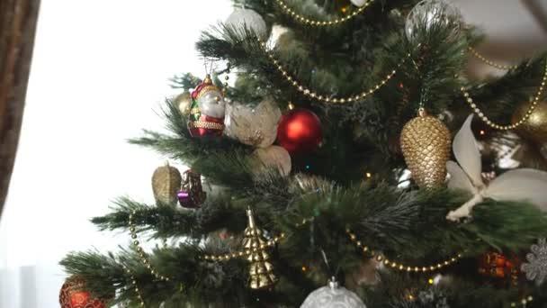 schönen Weihnachtsbaum Spielzeug, frohes neues Jahr — Stockvideo ...