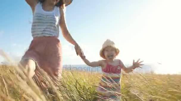 šťastná rodina, na hřišti