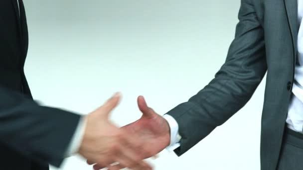 Dva muži podnikání třes rukou zpomalené