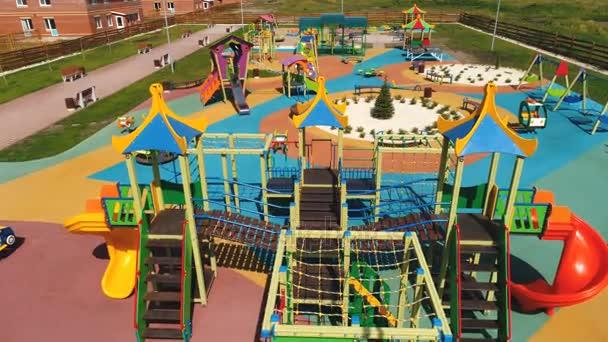 Draufsicht auf ein großes Kind Spiele Spielplatz