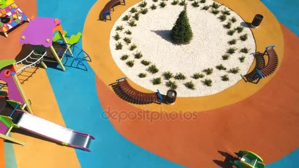 Luftaufnahme von ein großes Kind Spiele Spielplatz