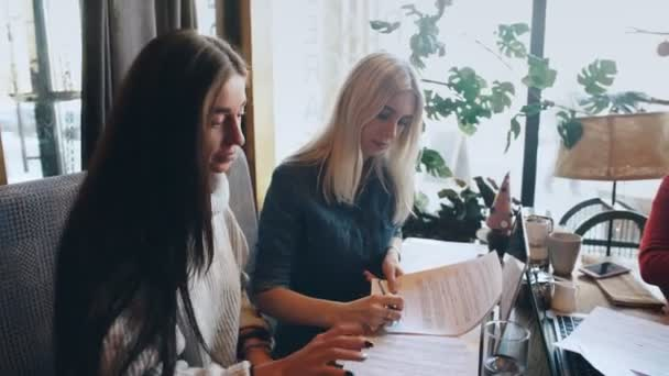 a company businesswomen actively discusses a business project in a cafe