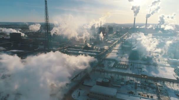 Průmyslové kouř z rostliny znečišťuje vzduch
