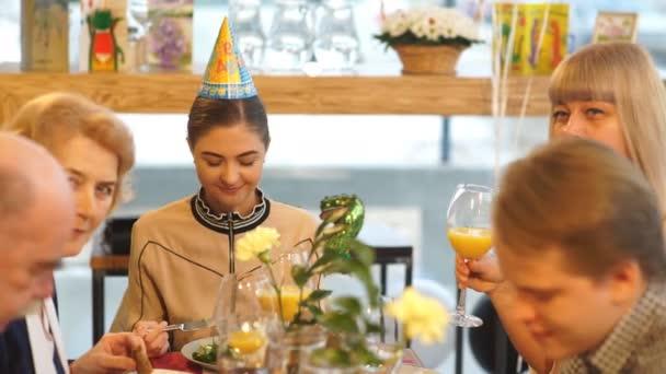 Slavnostní večeře na počest narozenin