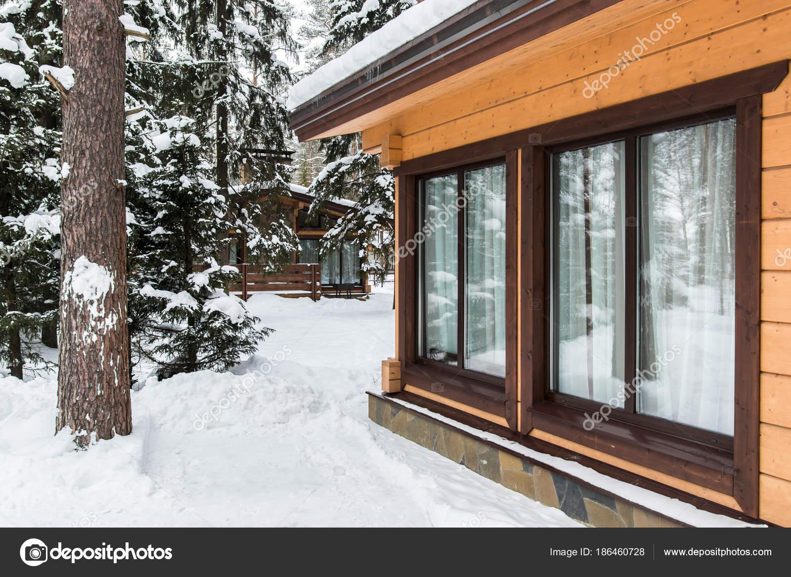 Casa Madera Modernas Con Grandes Ventanas Invierno