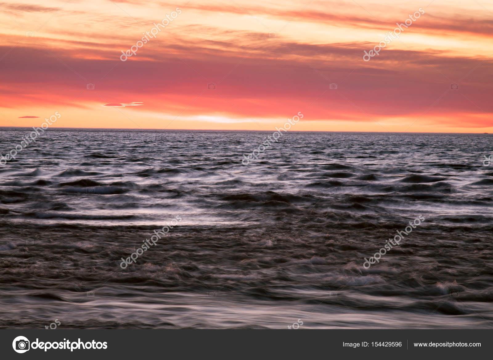 Coucher De Soleil Peindre Le Ciel Et La Mer Photographie Tungus62