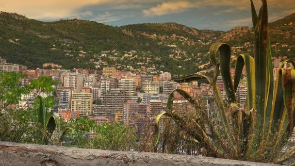 Panorama di edifici di Monaco Monte Carlo Skyline francese Riviera Cote dAzur, Piazza Carlo e Port Hercule. Ultra Hd 4K, tempo reale