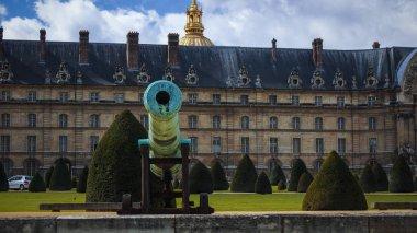 PARIS - MAY 2016: Blue sky over the golden Dome, Chapel of Saint-Louis-des-Invalides