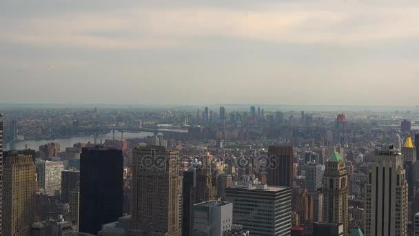 New York, cca květen: New Yorku Manhattan skyline budov široký záběr z horní, reálném čase Panorama