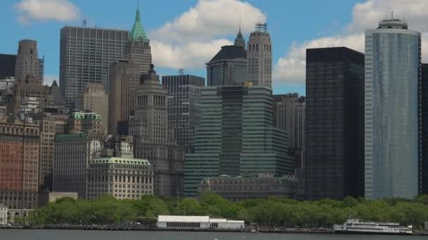New York, cca 2017: panoramatický výhled na New York City z lodi, reálného času, ultra hd 4k