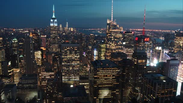 New York City - 24. června 2017: Letecký pohled na panorama Manhattanu. Čas zaniklého pohled slavných budov New York v noci se světelnými efekty