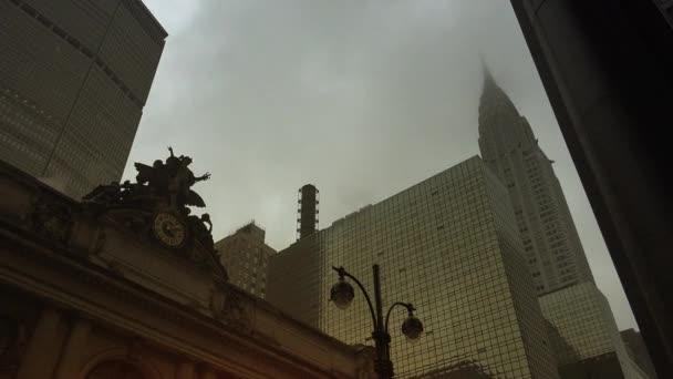 New York, cca 2017: Street scény s dojíždějících a auta poblíž Grand Central Station.In 2013, hostilo 21,6 milionů návštěvníků, uvedení mezi deseti nejnavštěvovanějších turistických atrakcí na světě. Ultra Hd 4k, reálném čase