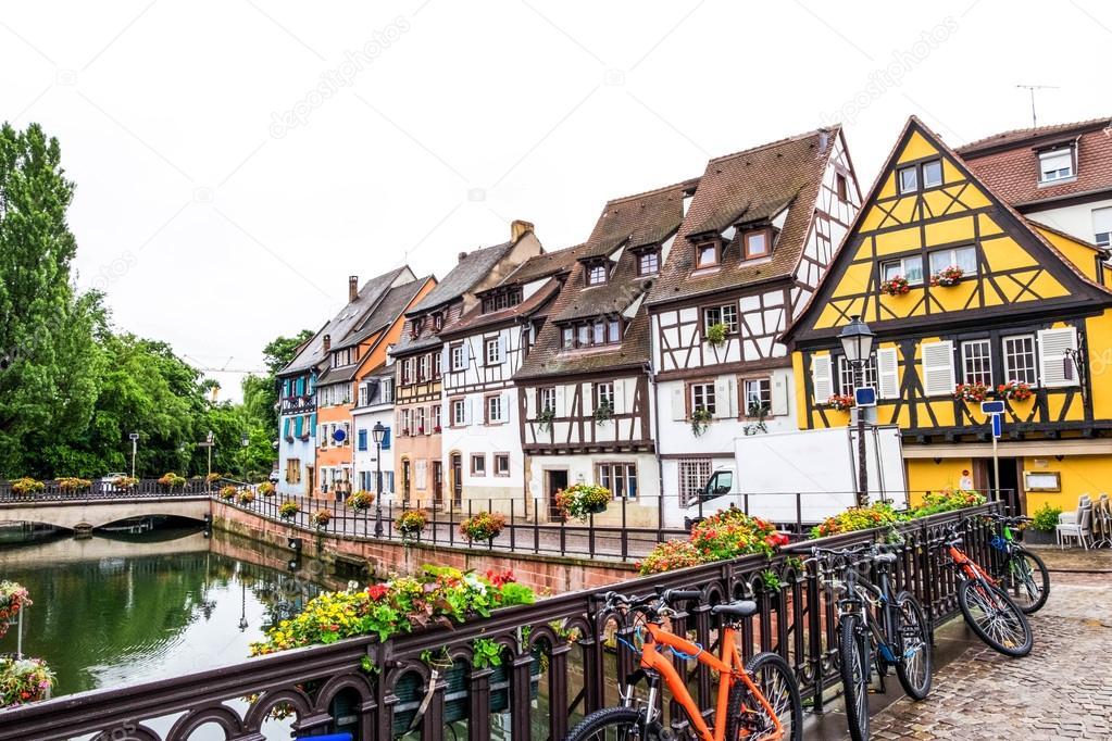 몸집이 작은 베니스, 콜마르, 프랑스에서에서 다채로운 골조 ...