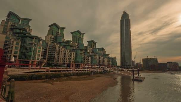 Ultra nagy látószögű nézet a Vauxhall terület beleértve a Temze és a Szent György Wharf torony, London, Anglia, Egyesült Királyság
