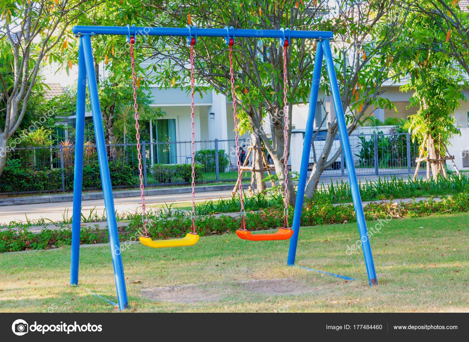 Juegos Para Niños Jugar Jardín — Foto de stock © aphichart ...