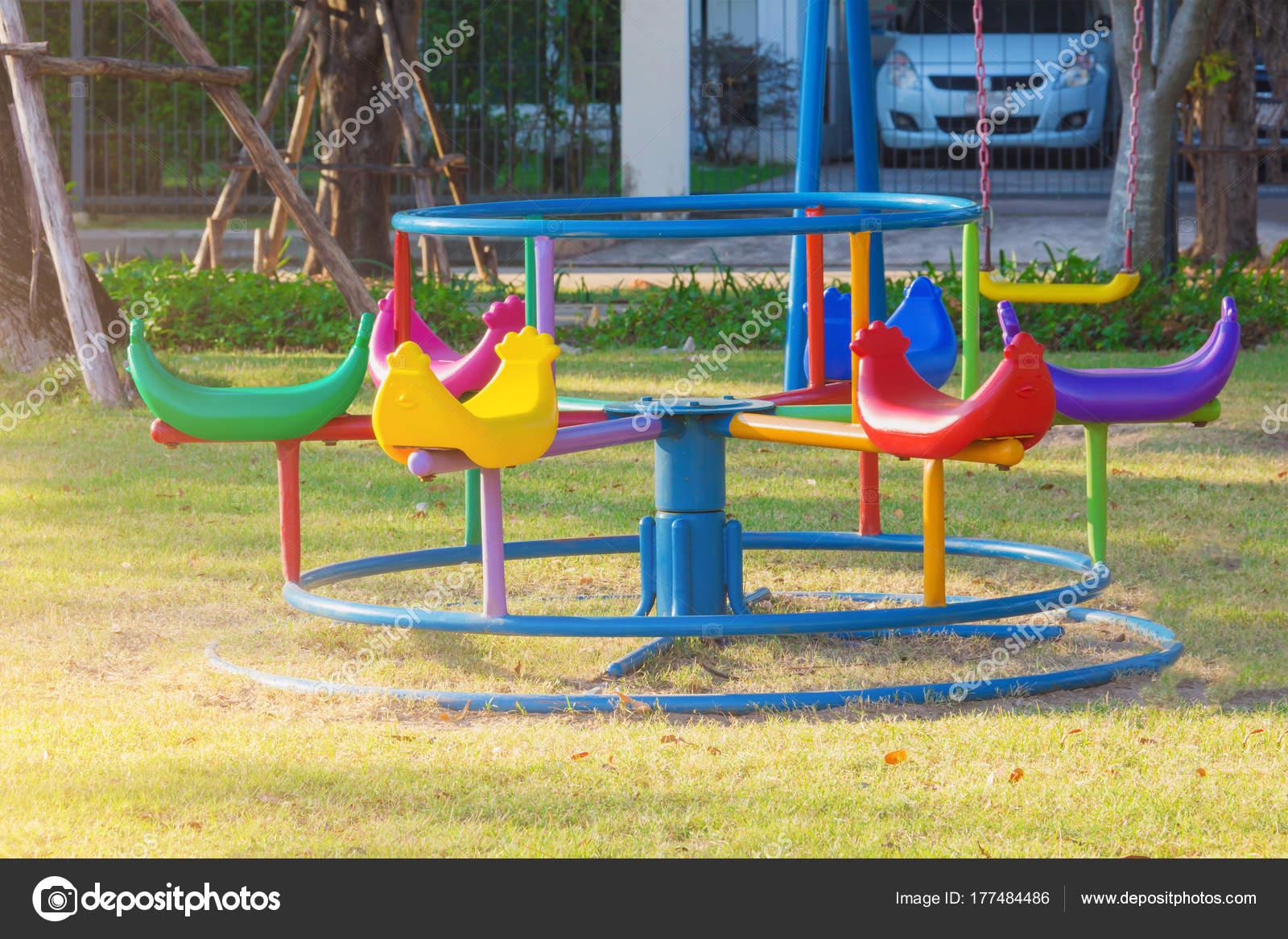 Juegos Para Niños Jugar Jardín — Foto de stock © aphichart #177484486